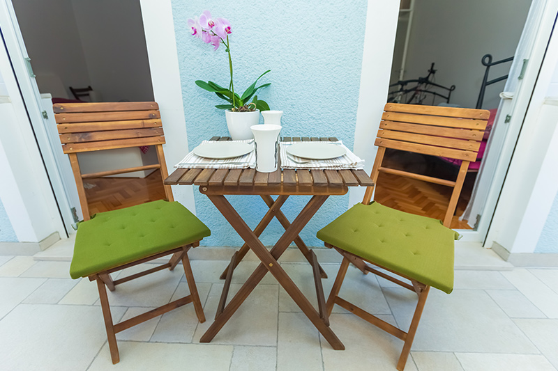Balcony wall decor where you can easily turn it into an outdoor dining space for balcony decoration pictures