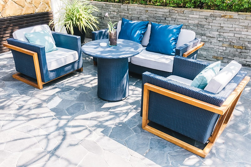 Home outdoor design with a bit of the ocean colours using blue and white