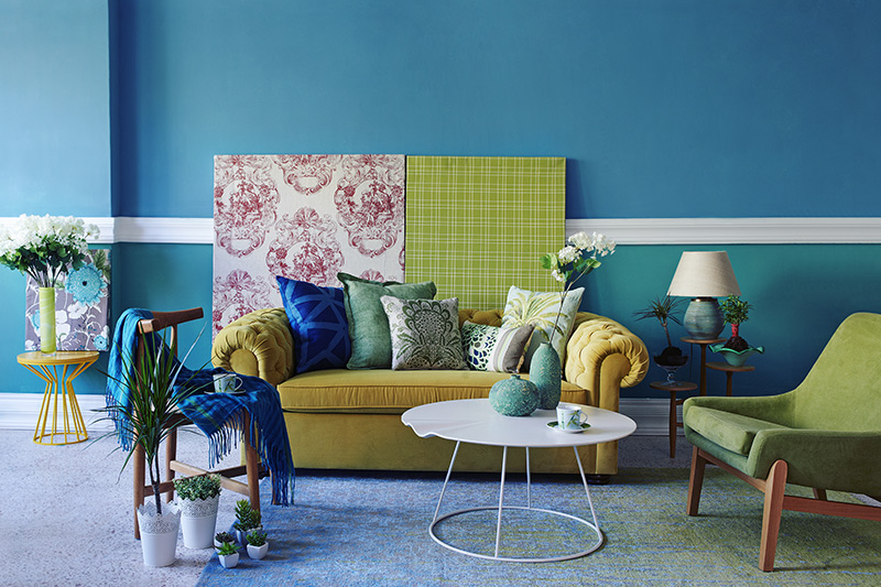 Living room furniture trends for a bold entrance with maximalism
