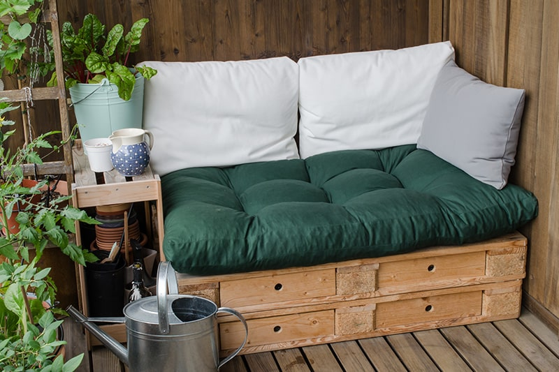 Outdoor furniture design with wooden pallets for small balcony, it has plenty of design ideas