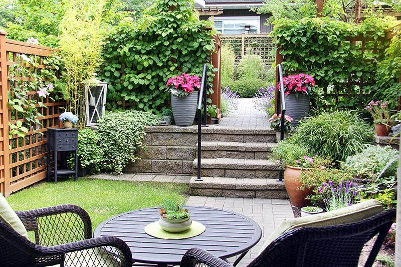 Outdoor stairs design with a raised deck or design a stunning garden section