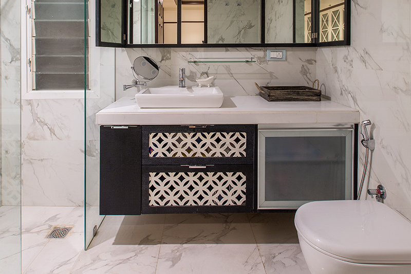 Decorating trends moved away from small, bathrooms became much larger and luxurious in the decade, with ornate features.